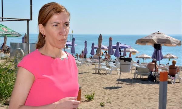 """Събарят незаконни заведения на плаж """"Кабакум-централен"""" във Варна"""