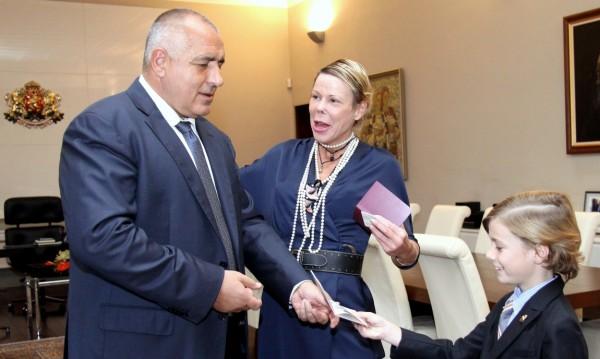Калина и Симеон – Хасан вече с първите си български паспорти