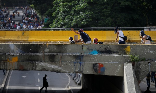 Тийнейджър загина на демонстрация във Венецуела