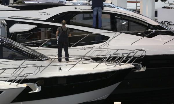 Яхта избухна в Германия, най-малко девет ранени