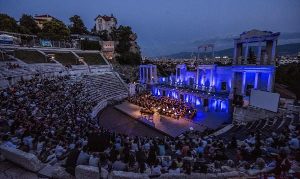 На дъното на ЕС: Само 30% от българите са ходили на театър, кино, концерт...