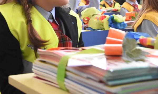 Повече пари за малките ученици – обещания от червения Дядо Мраз