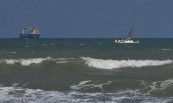 Чехкиня се удави на Слънчев бряг, издирват дете в морето