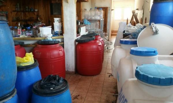Митничари иззеха 610 л алкохол от частен имот в Бяла