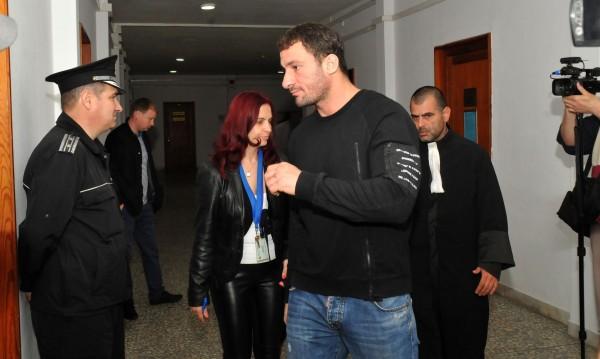 Съдът в Пловдив остави Перата в ареста
