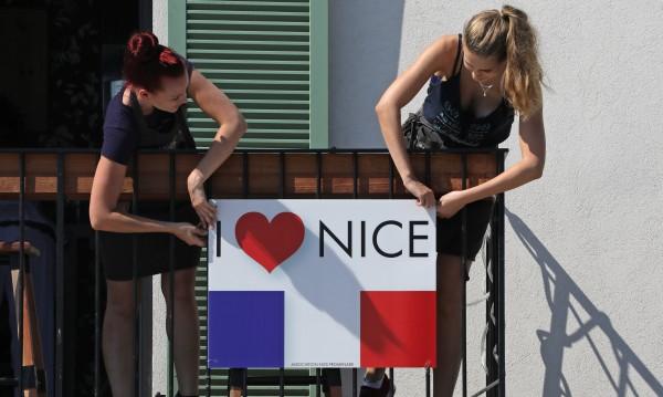 Франция отдава почит на жертвите на атентата в Ница