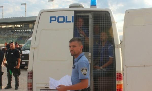 Един фен на Левски остава в ареста в Задар