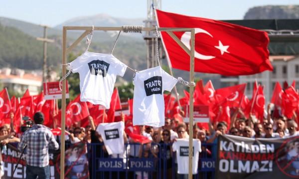 Възстановка, церемонии, поход... Турция отбелязва година от преврата