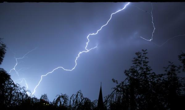 Жълт код за гръмотевични бури в три области