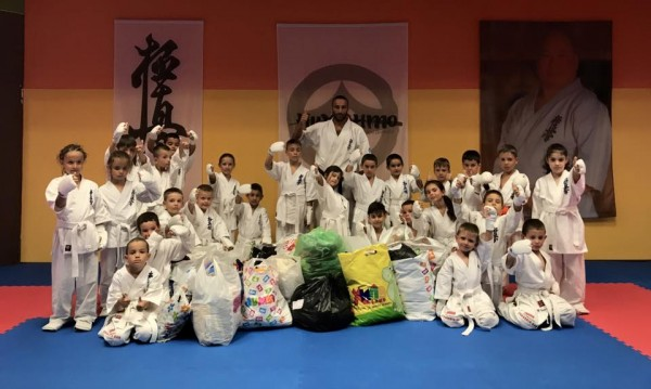 Каратисти от клуб на БККФ дариха дрехи на дом за деца във Варна