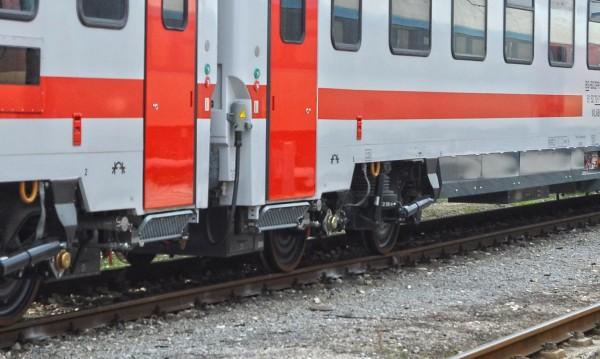 Бърз влак уби мъж в района на Стражица