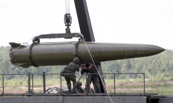 """Русия изпробва """"невидими"""" ракети """"Искандер-М"""""""