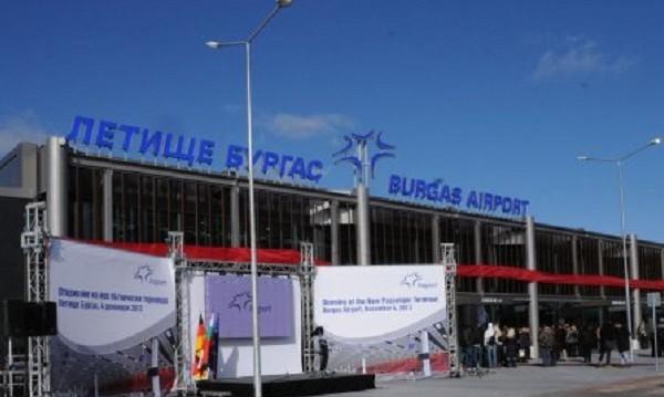 Летище Бургас е затворено заради самолета, кацнал аварийно