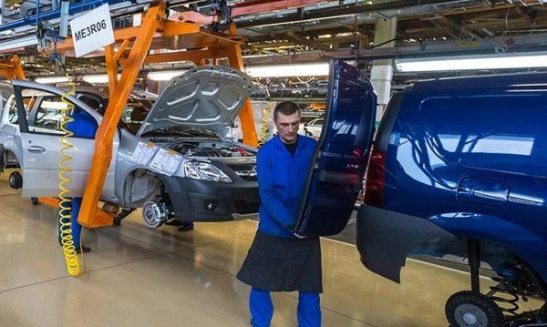 Руският гигант АвтоВАЗ уволнява 8200 души
