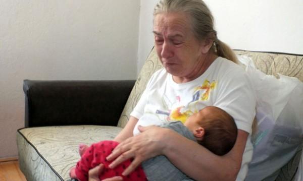 60-годишна сръбкиня роди, мъжът й обаче я изостави