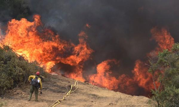 Горски пожари наложиха евакуация в Калифорния