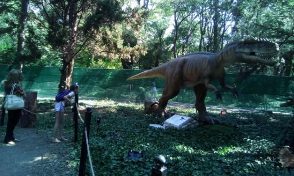 Динозаври плъзнаха в Морската във Варна