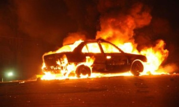 Ревност! Зарязан мъж опожари колата на бившата си