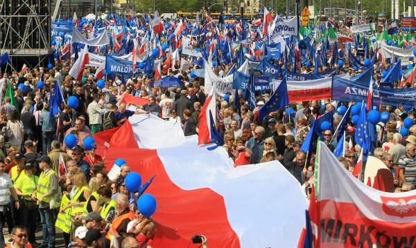 Брюксел заплаши да вземе гласа на Полша