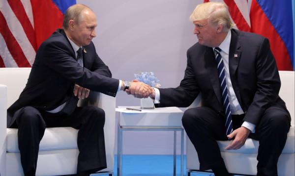 Съветници на Тръмп изнервени от прегръдките му с Русия