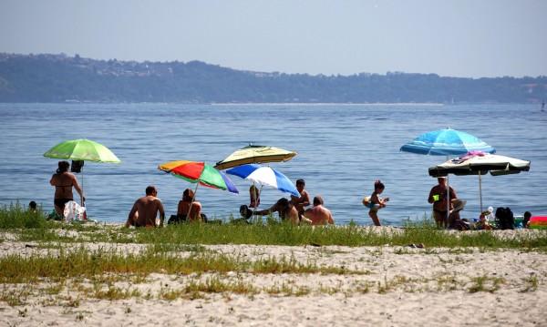 Плажовете в Бяла – замърсeни. Няма да ги затварят засега