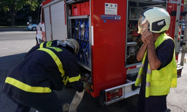 Пожар избухна в складово помещение в София