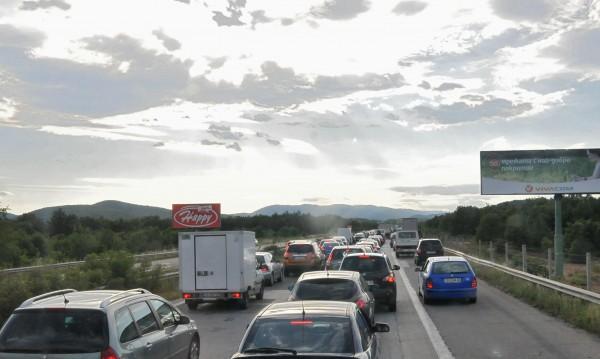 Газ в аварийната лента на магистралата? КАТ дебне и глобява…