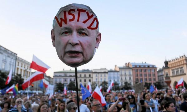 Хиляди поляци отново излязоха по улиците на протест