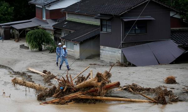 Десетки хиляди японци се евакуират заради наводнения