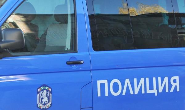 """Кола се запали при """"Траянови врата"""", спря трафика към София"""