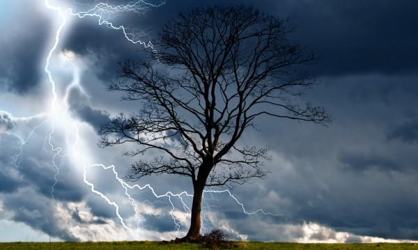 Буря в Румъния отне човешки живот, 15 души са ранени