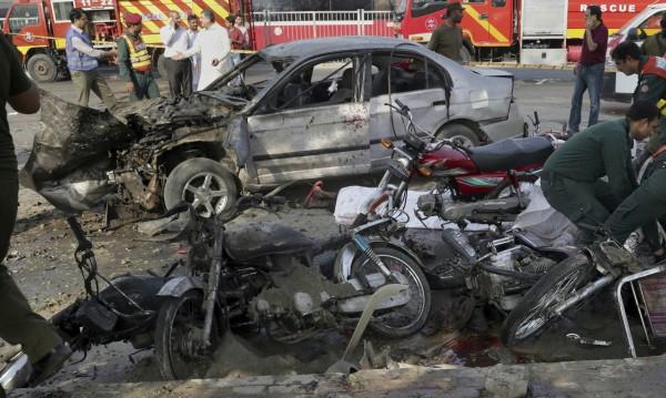 16 души загинаха при самоубийствен атентат в Пакистан