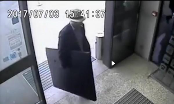 Обир в хотел в София: Задигнаха картина за 5 бона