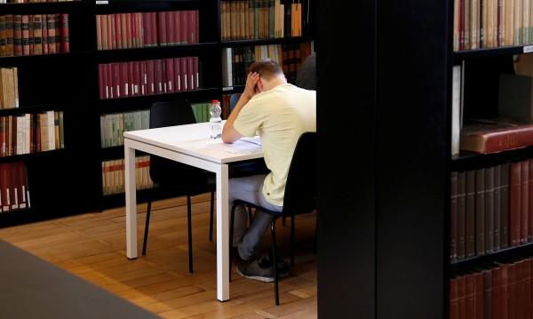 Къде 90% от студентите започват работа още преди да се дипломират?