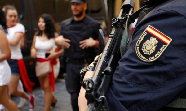 Мъж с нож срещу полицай в Испания и викове: Аллах Акбар!