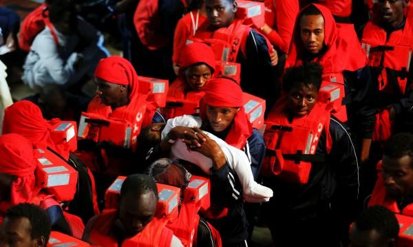 Спасители намериха 11 мъртви мигранти в гумена лодка