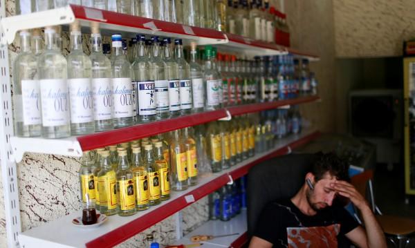 Бутилки под багера! Село в Киргизстан забрани алкохола
