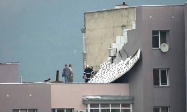 Буря, вятър, дъжд: Саниран блок остана по панел