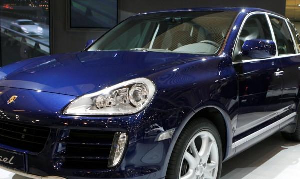 Porsche изтегля 22 000 коли, манипулирали данни за газовете