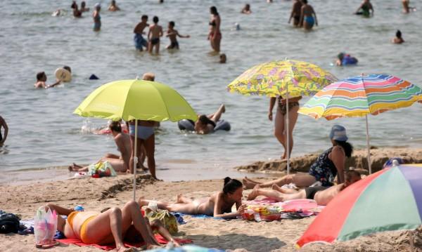 Туристи търсят ли, търсят… свободната зона в Приморско