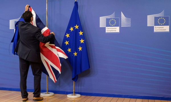 Свободно придвижване след Brexit? В разрез с референдума!
