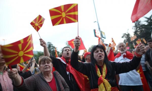 В Македония скочиха: Договорът – за BG националистите!
