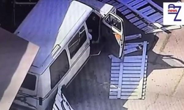 Две коли се взразяха в ресторант LA, 9 души са ранени