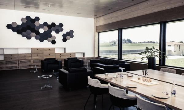 Bang&Olufsen превърна в луксозен дом шоурума на Aston Martin в швейцарския град Сен Гален