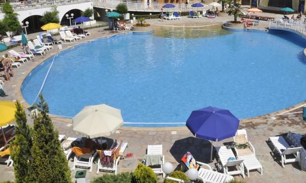 Хотелиери свалят качеството с напредването на сезона