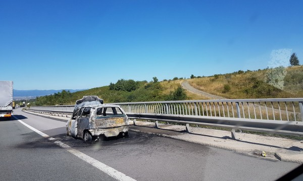 """Кола изгоря като факла на магистрала """"Люлин"""""""