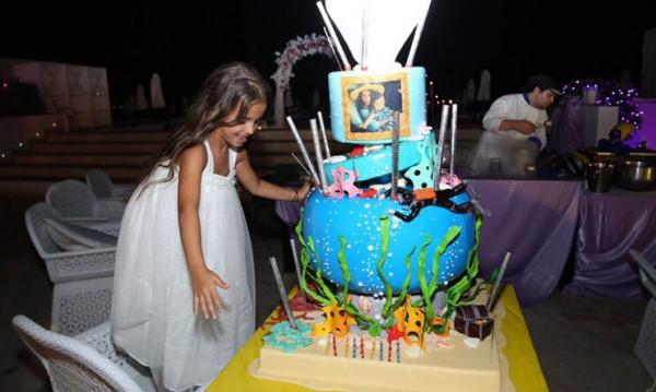 Мария с пищно парти за рождения ден на Марая
