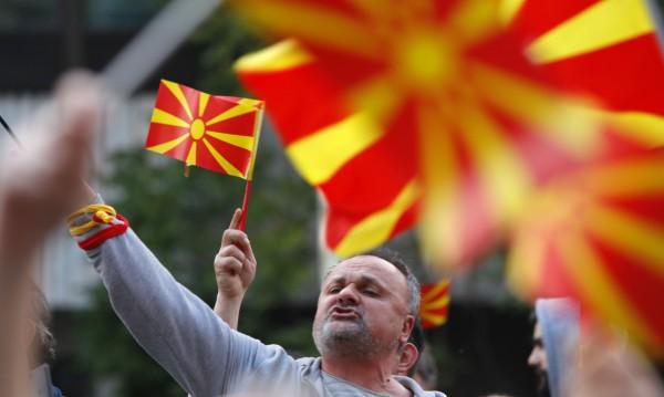 """Белградският """"Blic"""": Македонците не искат с България"""