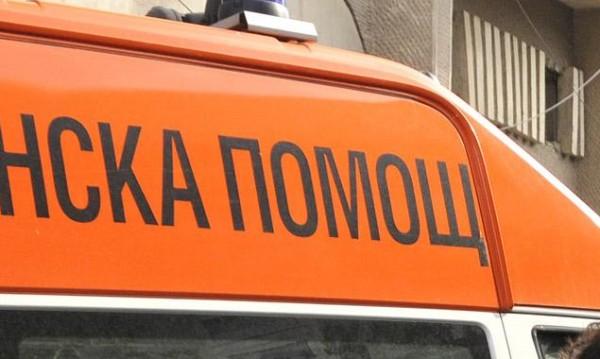 Кола блъсна две момичета на пешеходна пътека в София