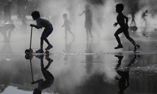 Забавачката за малките: Ако е задължителна, ще е безплатна